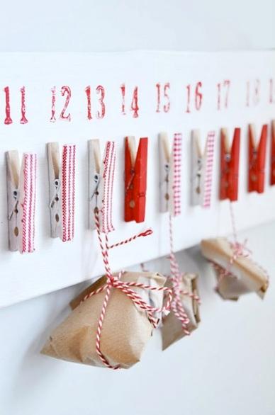 calendario de adviento pinzas números rojo