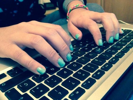 escribir teclado ordenador manos