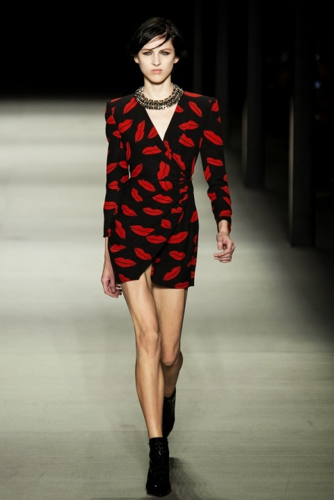 Saint-Laurent-estampado-de-labios